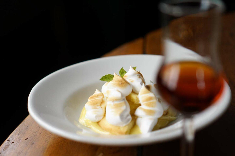 dolce con crema bruciata e vino dolce la quercia osteria roma