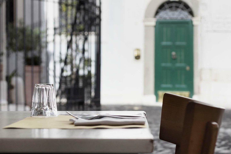 tavolo esterno del ristorante