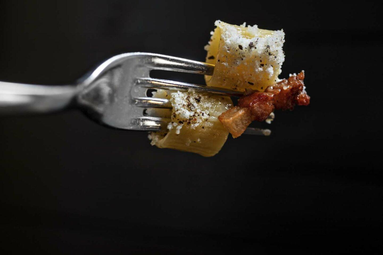 forchetta con 2 mezze maniche alla carbonara